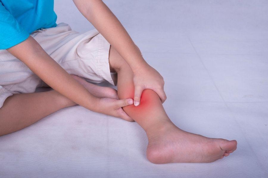 Dolor de piernas y rodillas durante el crecimiento | Clínica Poyatos
